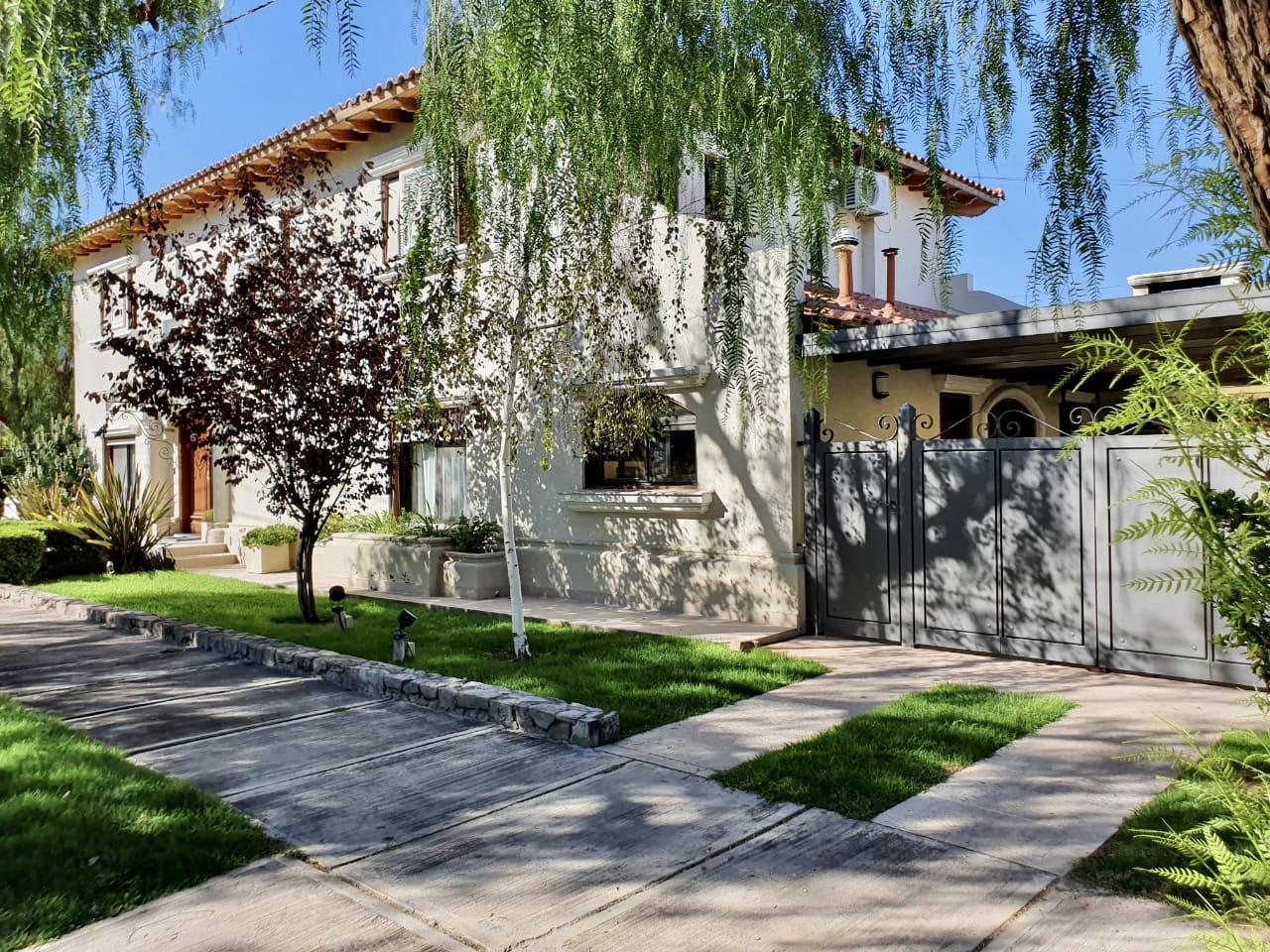 Casa venta Dalvian puerta 2